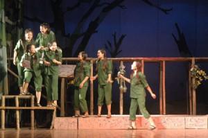 """Cảnh trong vở """"Hồn trinh nữ"""" của Nhà hát Ca múa kịch Lam Sơn."""