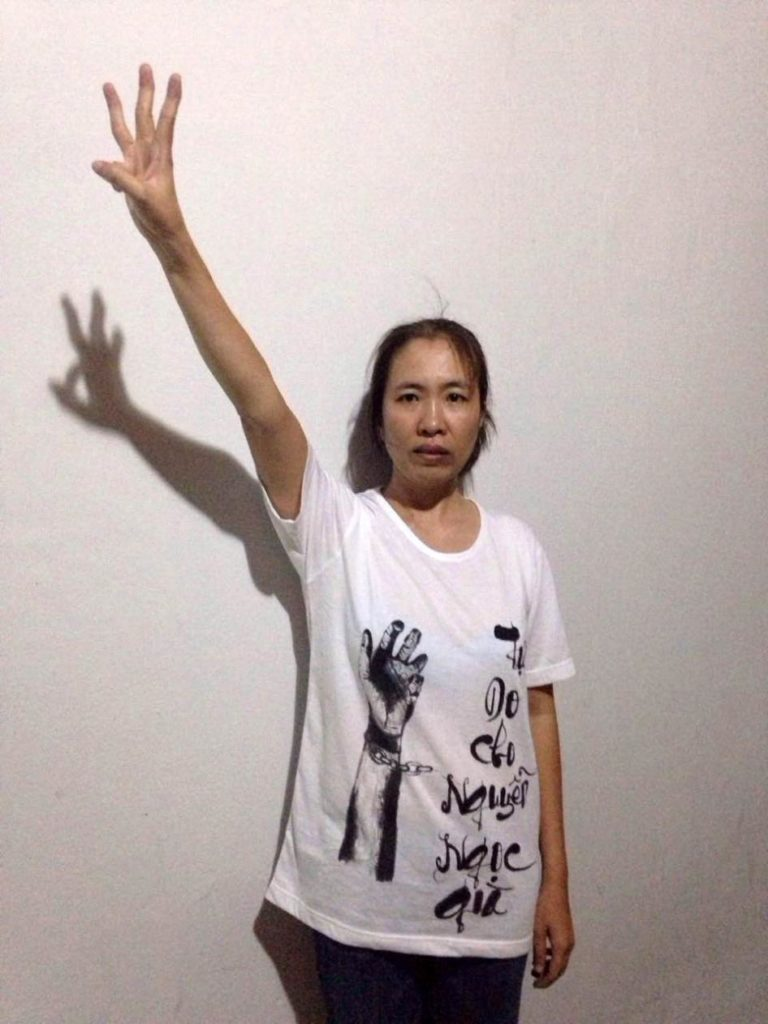 Vietnam: Free Blogger 'Mother Mushroom' / Libérez la blogueuse Mẹ Nấm !